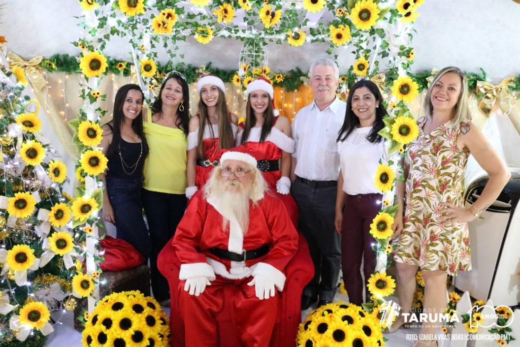 Papai Noel continua recebendo crianças no 'Forno Encantado' do CIEC de Tarumã