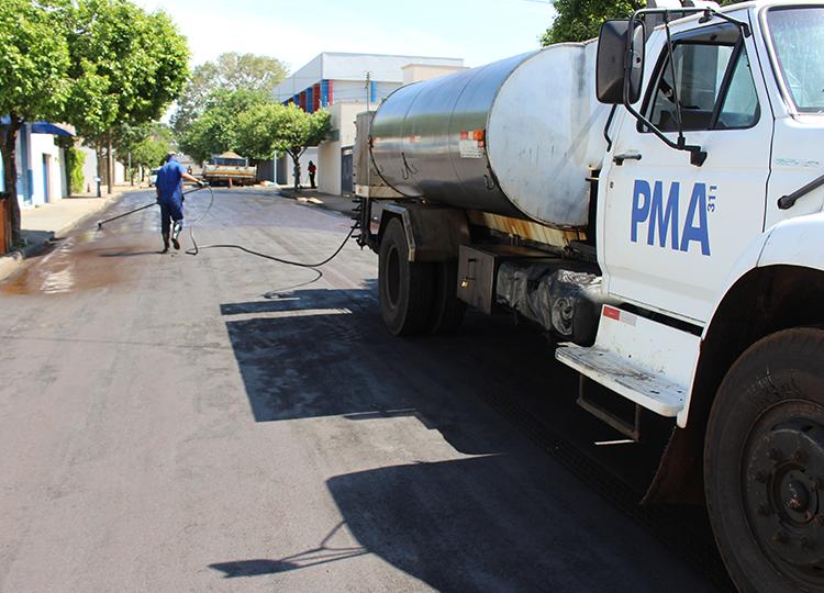 Vice-prefeito, Márcio Veterinário, fala do atual cronograma de asfalto na cidade