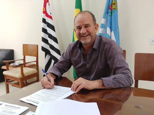 Prefeito José Fernandes parabeniza trabalhadores pelo Dia e fala da busca pela geração de renda e emprego