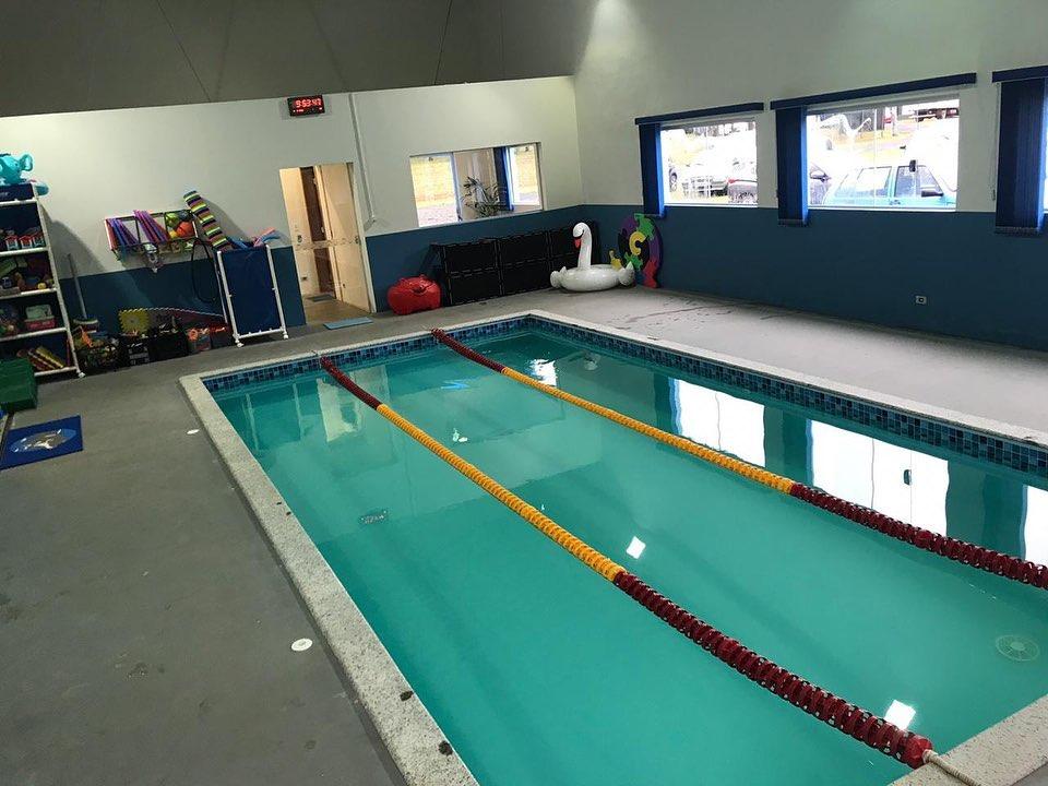 Prefeitura e Secretaria de Educação inauguram núcleo do Projeto Golfinho de Natação Adaptada