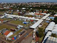 Parque de Exposições recebe preparativos finais para abrigar estrutura da Ficar 2019