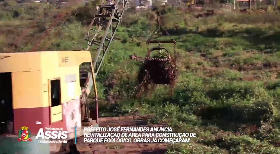 Para limpar área verde e revitalizar, Prefeitura continua com serviço de drenagem no Parque Ecológico 'Água da Porca'
