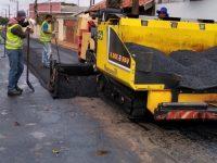 Programa 'Asfalto para Todos' continua na Vila Xavier e Ribeiro, agora na rua Três de Maio