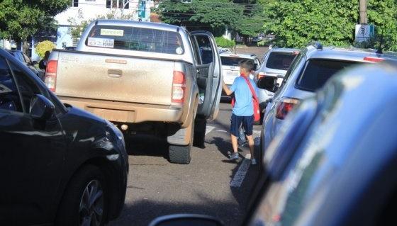 Agentes de trânsito intensificam fiscalização de entradas e saídas de escolas