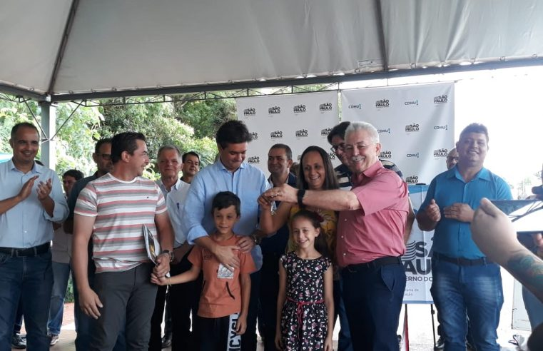 Prefeito Oscar Gozzi entrega 58 novas casas do conjunto habitacional Vila Cristal